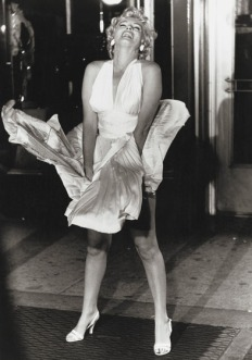Marilyn-Monroe-7 yr itch White-Halter-Dress-