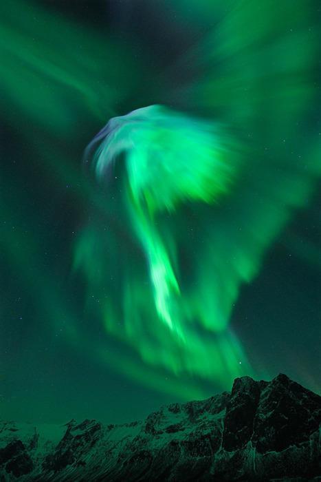Auroras: What makes them happen? (1/6)