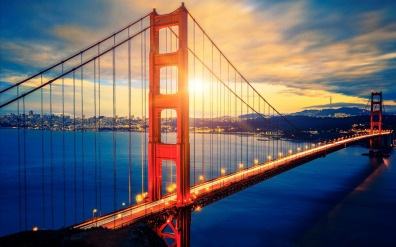 famous_golden_gate_bridge_at_sunrise