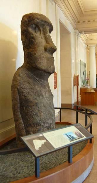 Smithsonian Statue - Easter Island