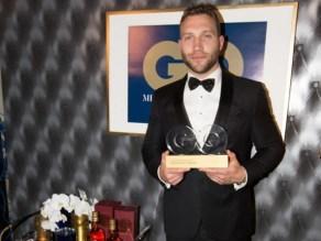 Jai Courtney accepts his GQ MOTY award. Photo: Ben Symons.