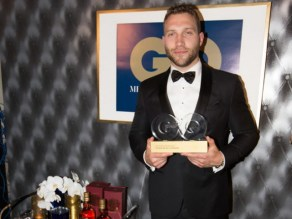 Jai Courtney accepts his GQ MOTY award. Photo: Ben Symons.