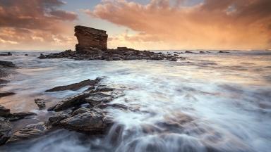 sea_ocean_during_the_stones_92659_2560x1440